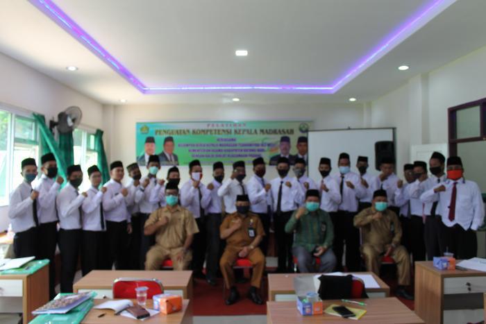 Kepala BDK Padang Membuka Acara Penguatan Kepala Madrasah Di Batang Hari